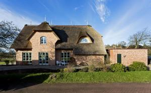 Einfamilienhaus unter Reetdach
